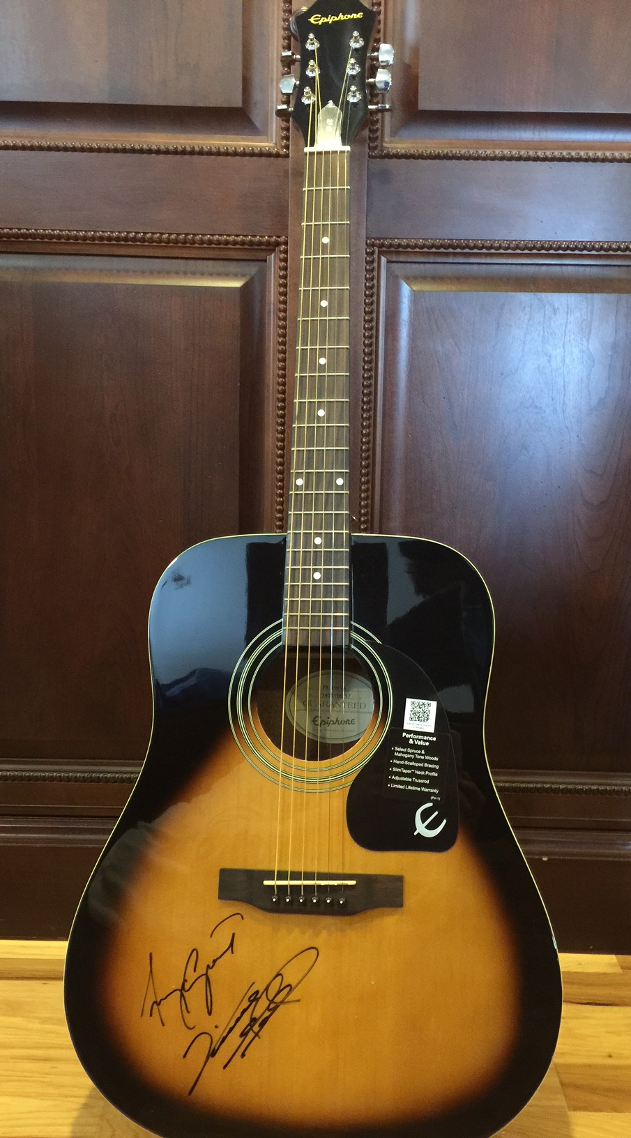 Gipson_Epiphone_Grant_Gill_Signed_Guitar.jpg