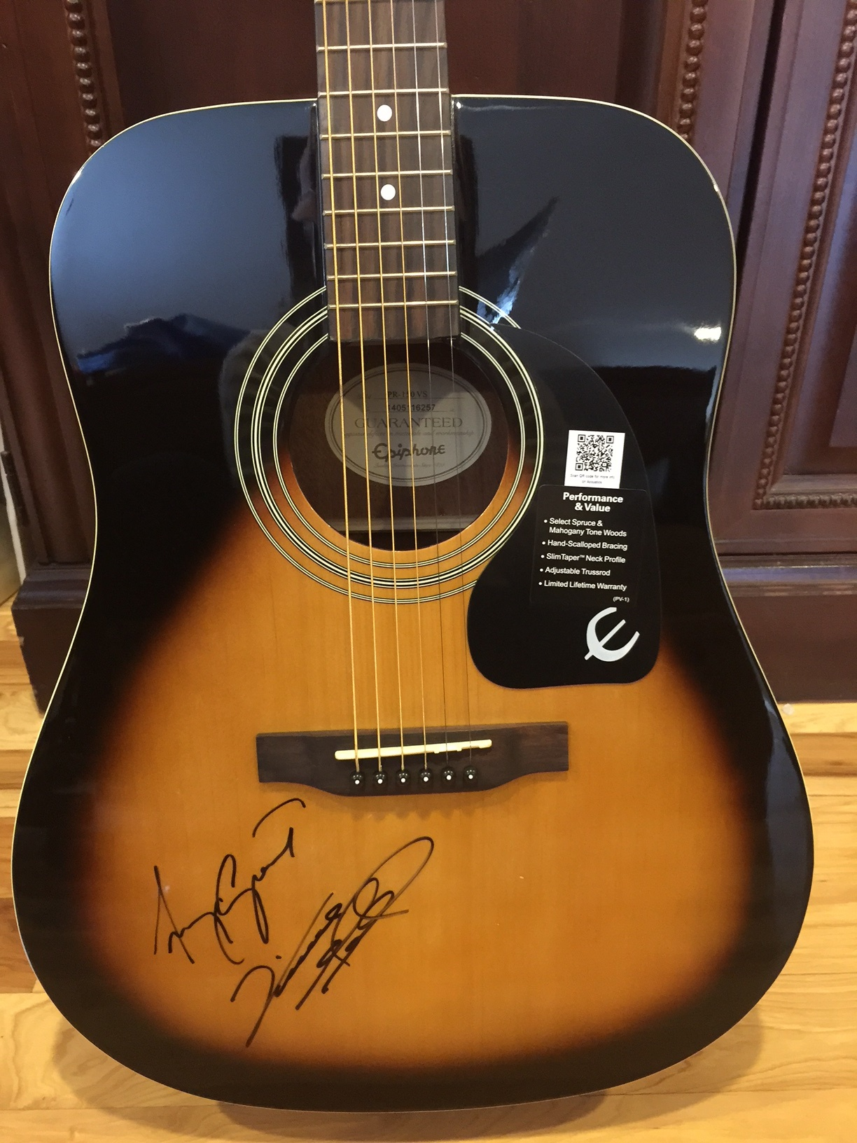 Gipson_Epiphone_Grant_Gill_Signed_Guitar_2.jpg