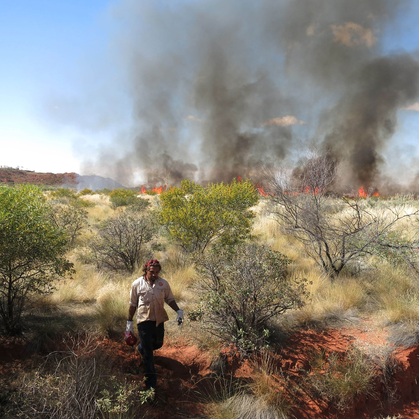 Jigalong-ranger-burning.jpg