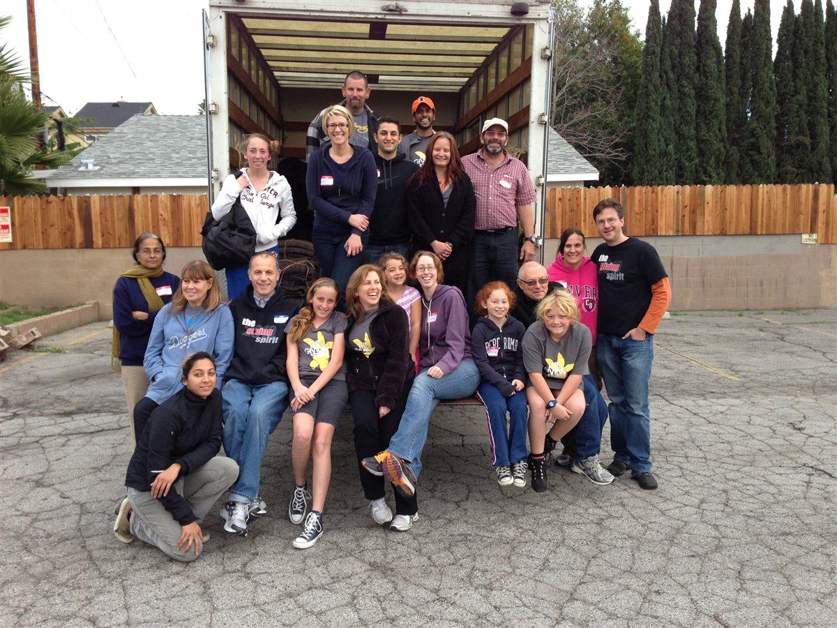 Volunteers___truckphoto_6_.JPG