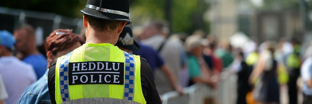 Swyddog yr heddlu | Police Officer