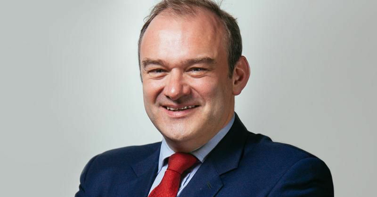Ed Davey outside Kingston Police Station. Links to: Lib Dems respond to Iran Crisis
