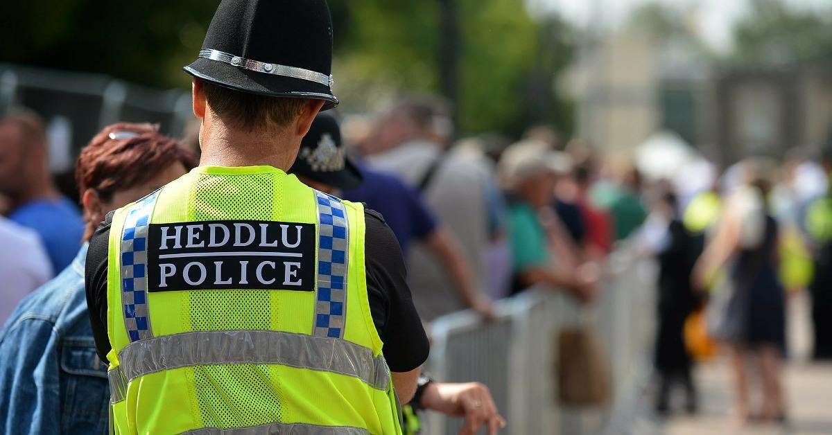 Swyddog yr heddlu Police officer