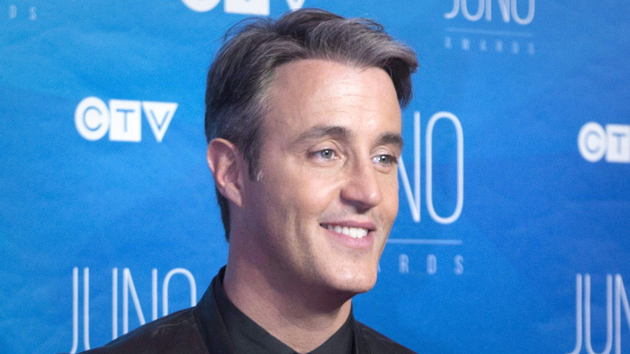 "Ben Mulroney steps down as Etalk anchor, acknowledges his ""privilege"""