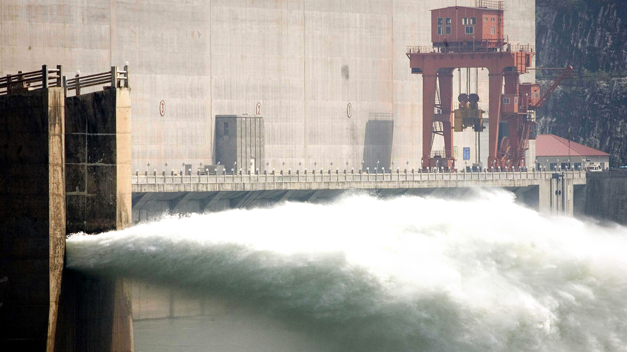 Worlds largest dam could break, Chinese government says all is fine