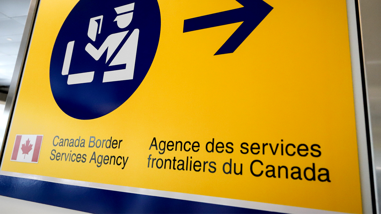 Canadian border agency has lost track of 34,000 people due to be deported