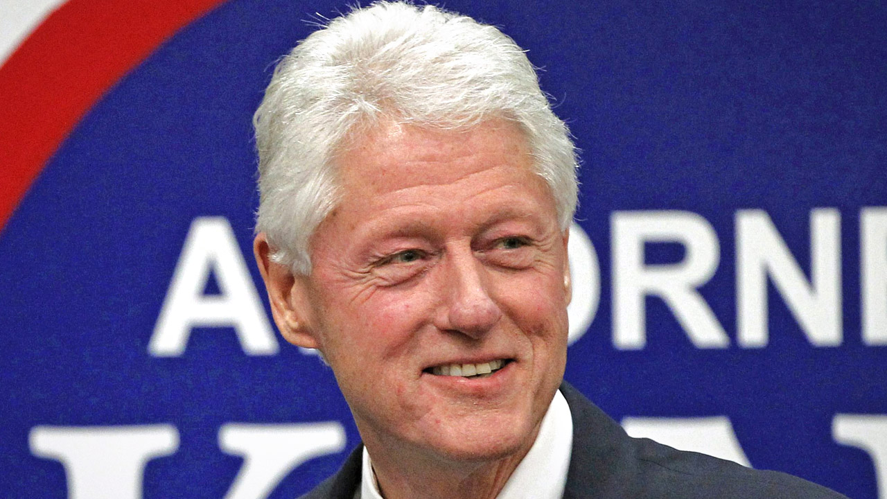 "REPORT: Bill Clinton had an ""intimate dinner"" with Ghislaine Maxwell"