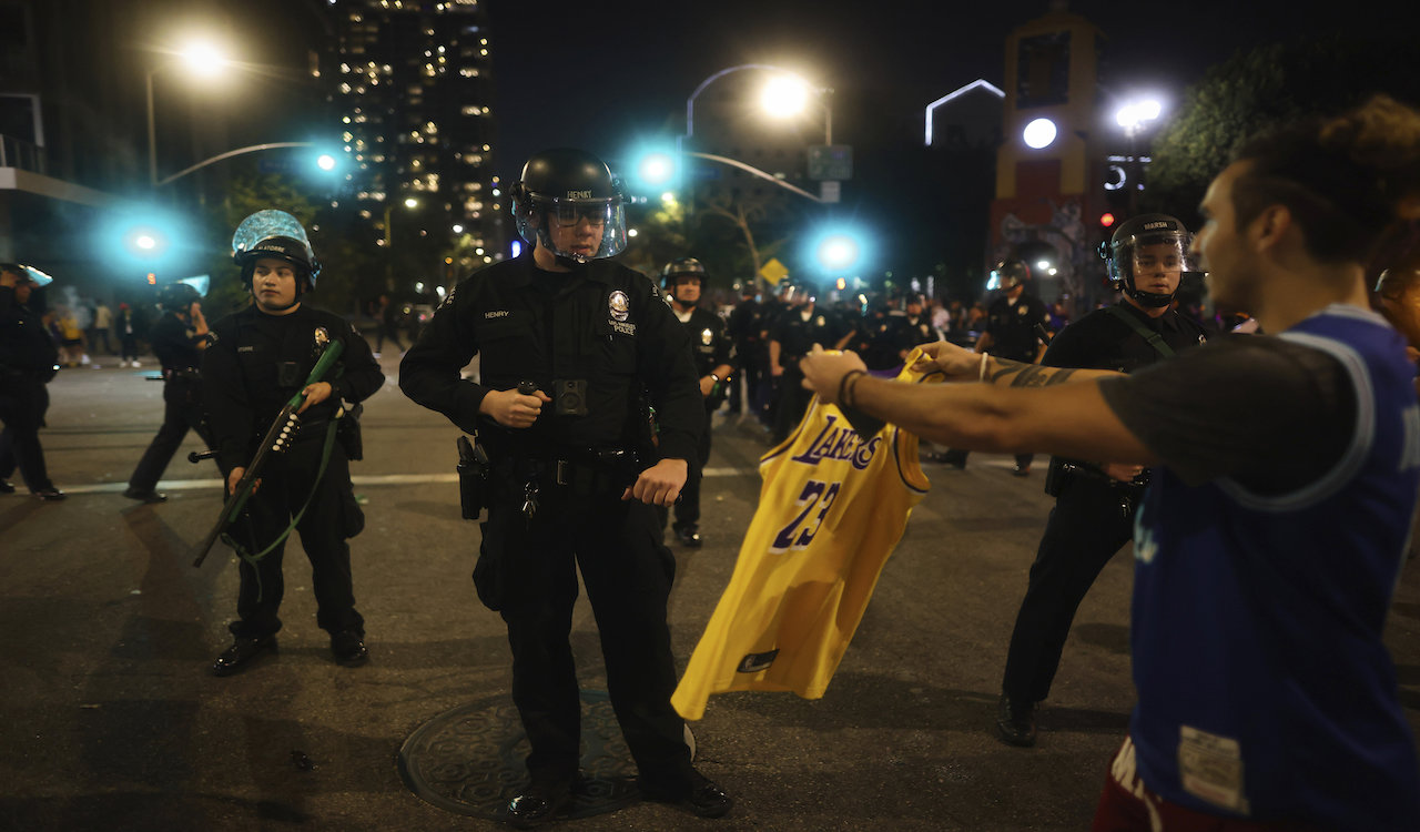Basketball fans clash with police after Lakers win