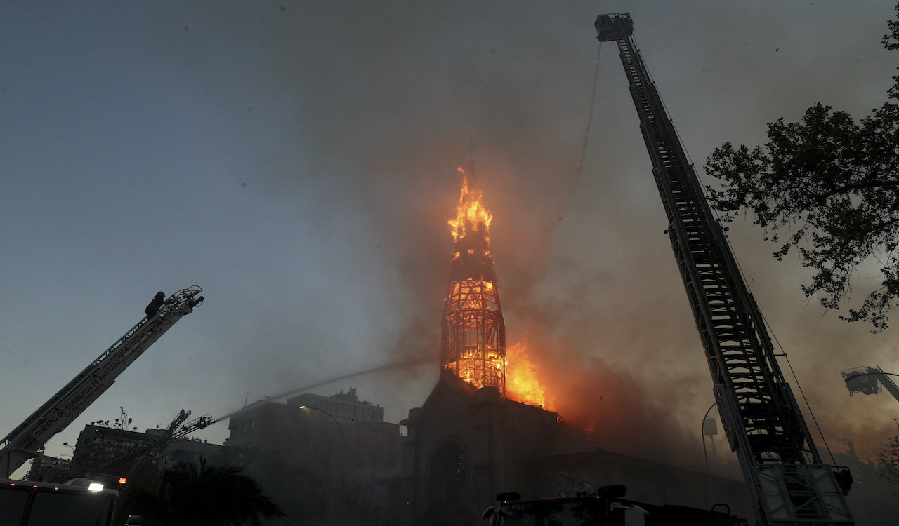 Chile: Protestors burn churches as sex abuse scandals rock the country