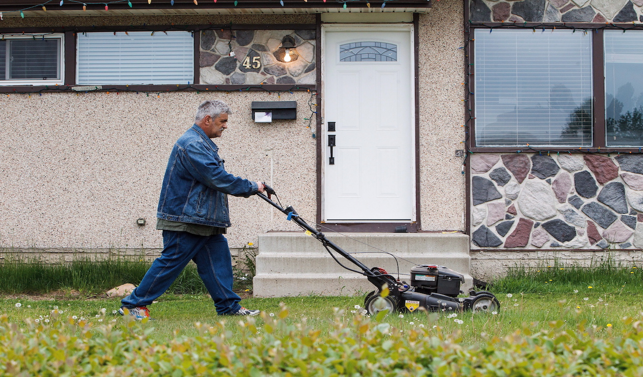 CDN Gov. seeks to create a database of privately-owned lawnmowers