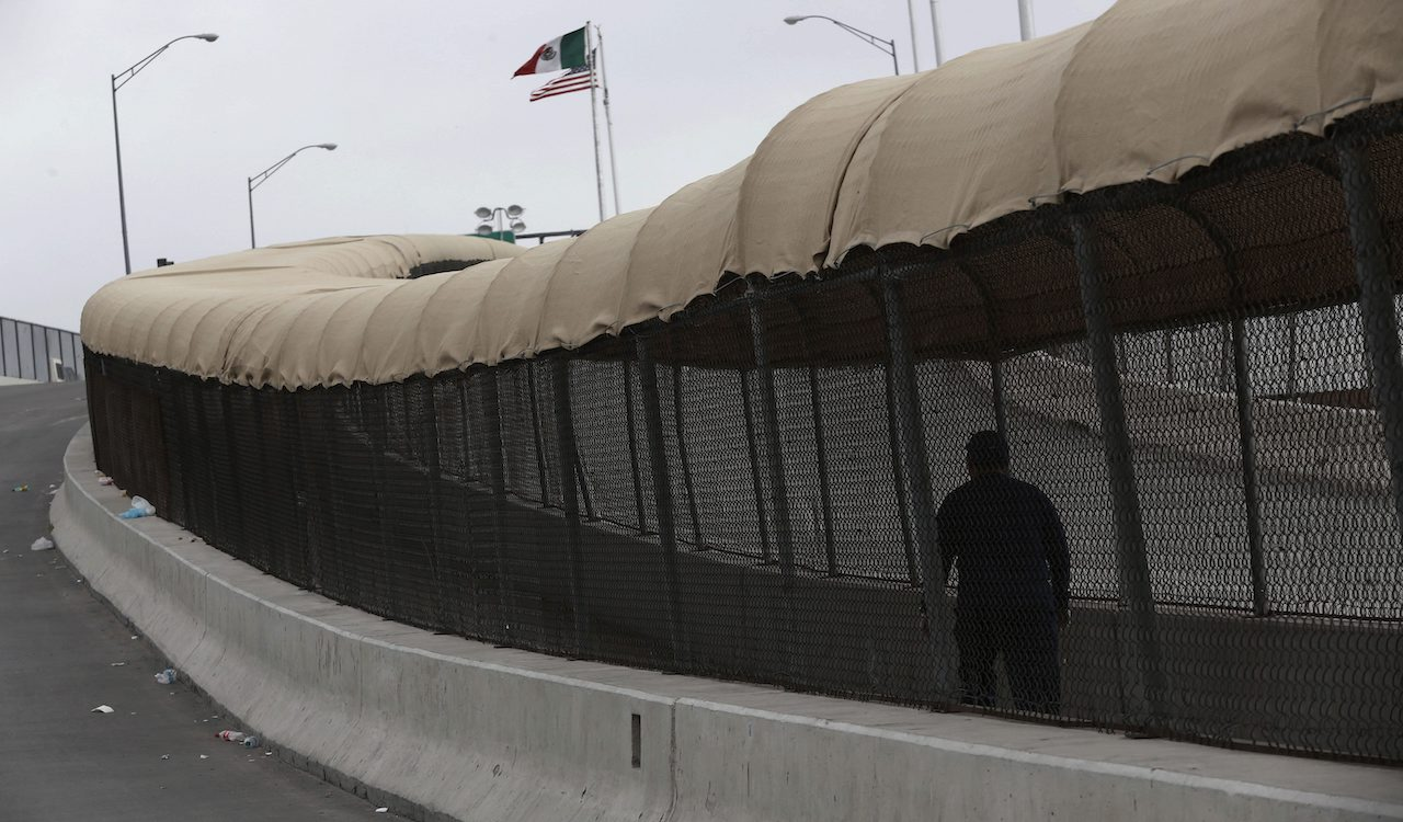 US Border Commissioner suspended from Twitter after endorsing US-Mexico wall
