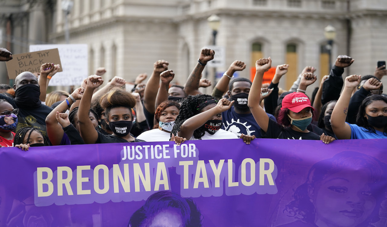 Police officer in Breonna Taylor case suing Taylor's boyfriend
