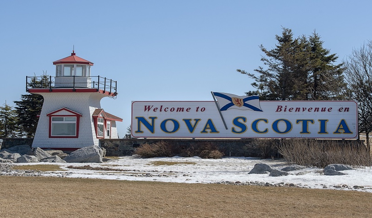 Nova Scotia top doc: Call the police on illegal gatherings, guests risk $1,000 COVID fines