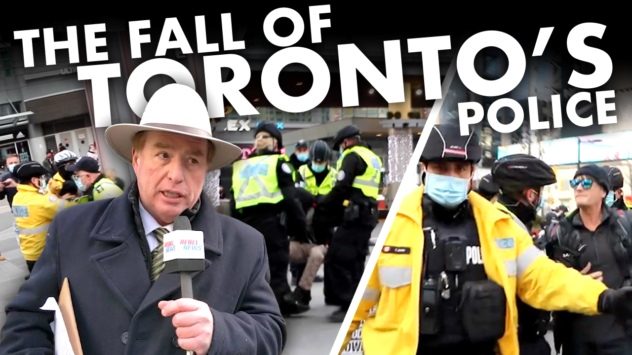 POLICE STATE: Toronto cops, lockdown protesters clash at Yonge-Dundas Square