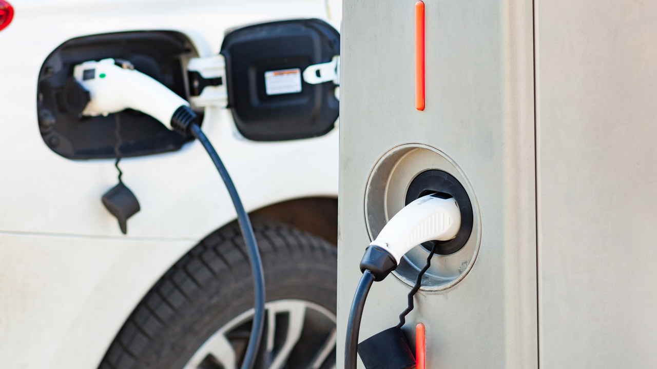 Federal government spends $2.8M on private electric vehicle charging stations