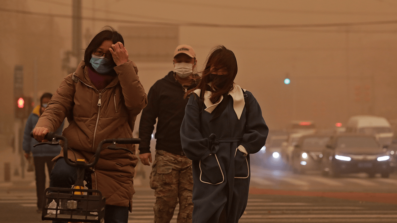 China's worst sandstorm in a decade blankets Beijing, cancels hundreds of flights