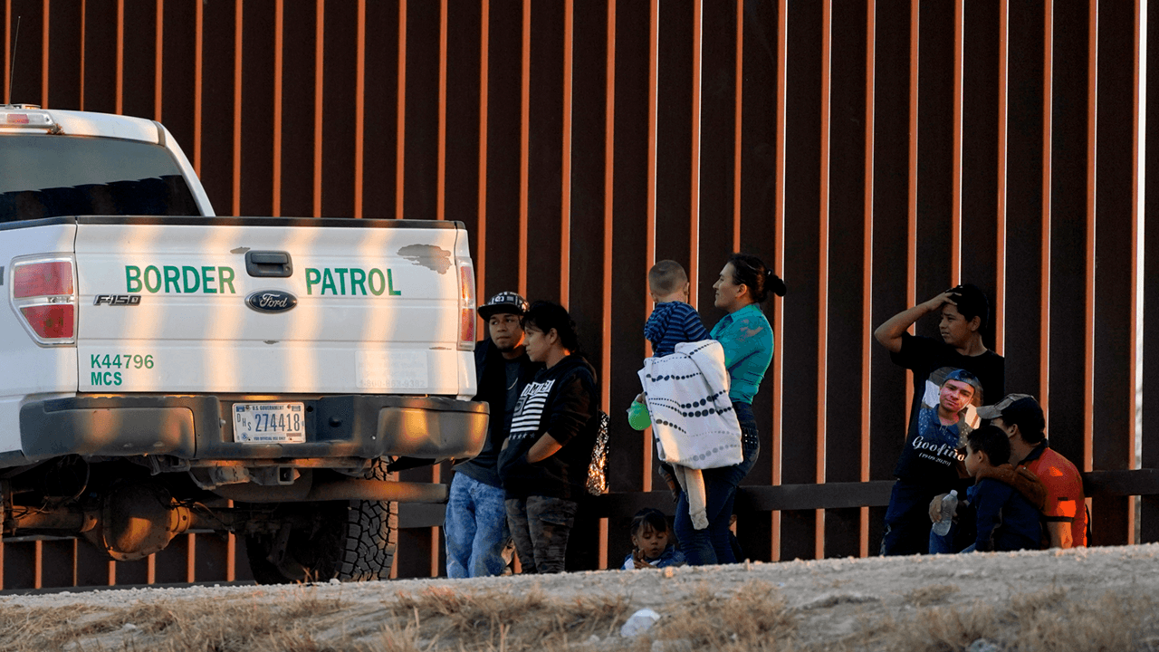 Arizona border town declares state of emergency as migrants are bussed in without food or shelter, mayor says