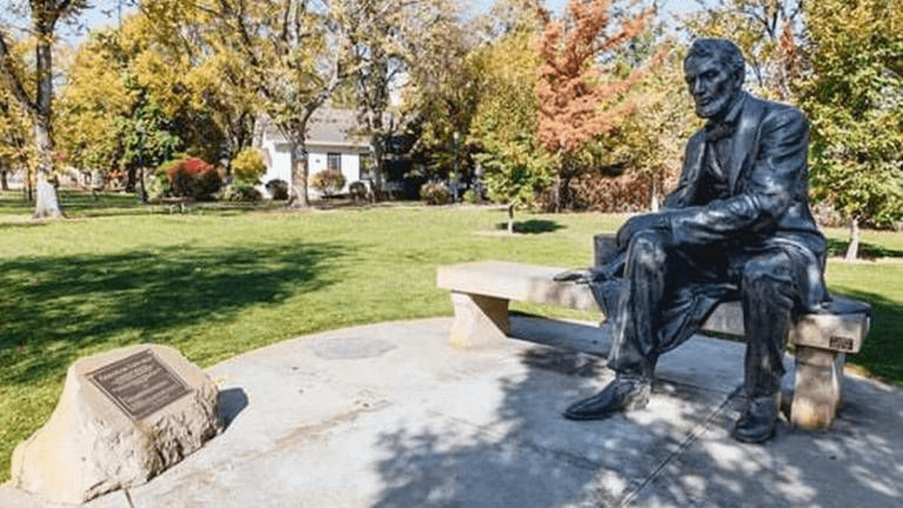 Former Idaho university professor, Black Lives Matter spokesman, arrested for defacing Lincoln statue