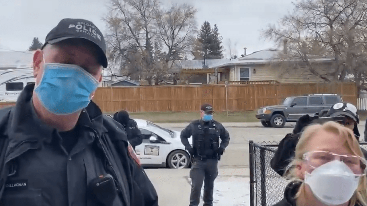 Pastor Artur Pawlowski kicks Alberta health officials out of his church once again