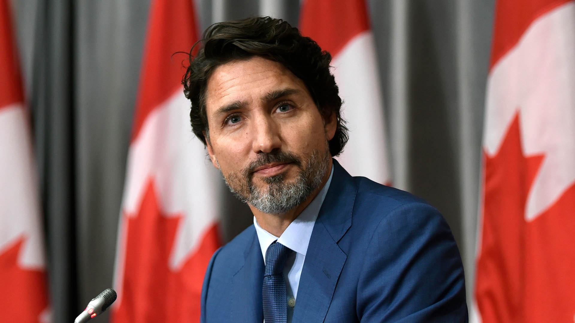 "Trudeau laughs off ""tinfoil hats"" criticizing Liberal online censorship plan"