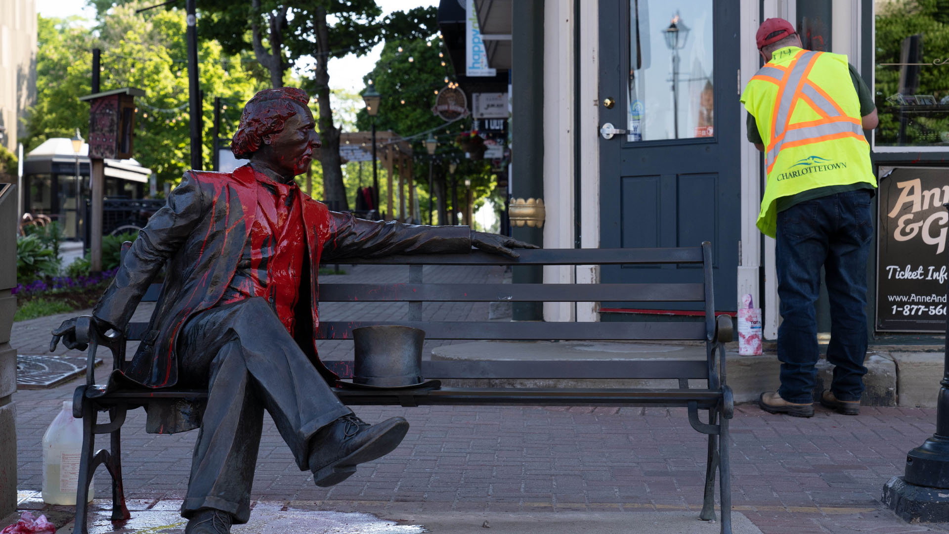 Charlottetown's Sir John A. Macdonald statue to be updated with Indigenous representation