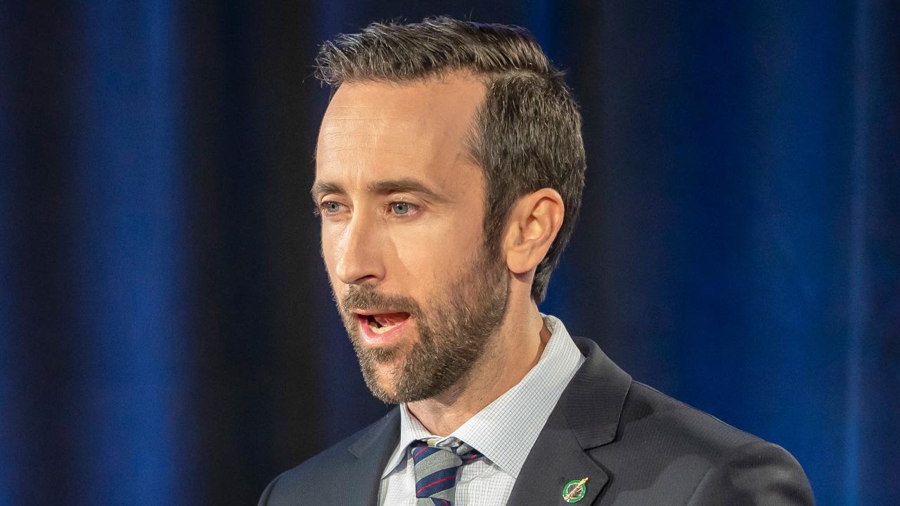 "Derek Sloan invites doctors, patients to denounce the anti-""conversion therapy"" Bill C-6"