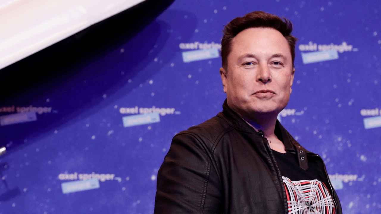 """Elon Musk criticizes """"broken"""" aviation rules after helicopter forces off SpaceX launch"""