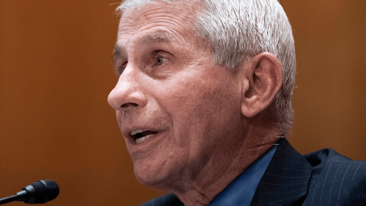 Fauci says there should be more COVID vaccine mandates for businesses, schools