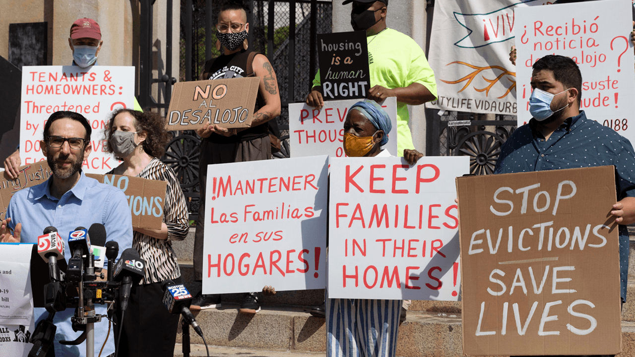 Democrat leaders call for extension of eviction moratorium