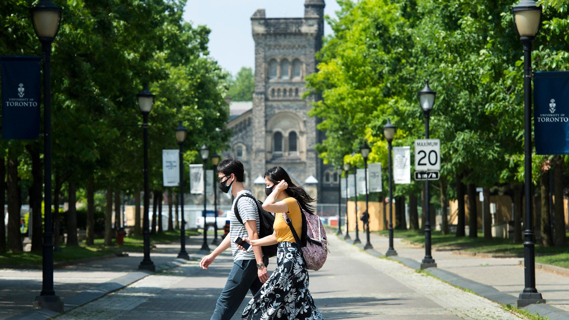 Growing number of Canadian universities make COVID-19 vaccine mandatory