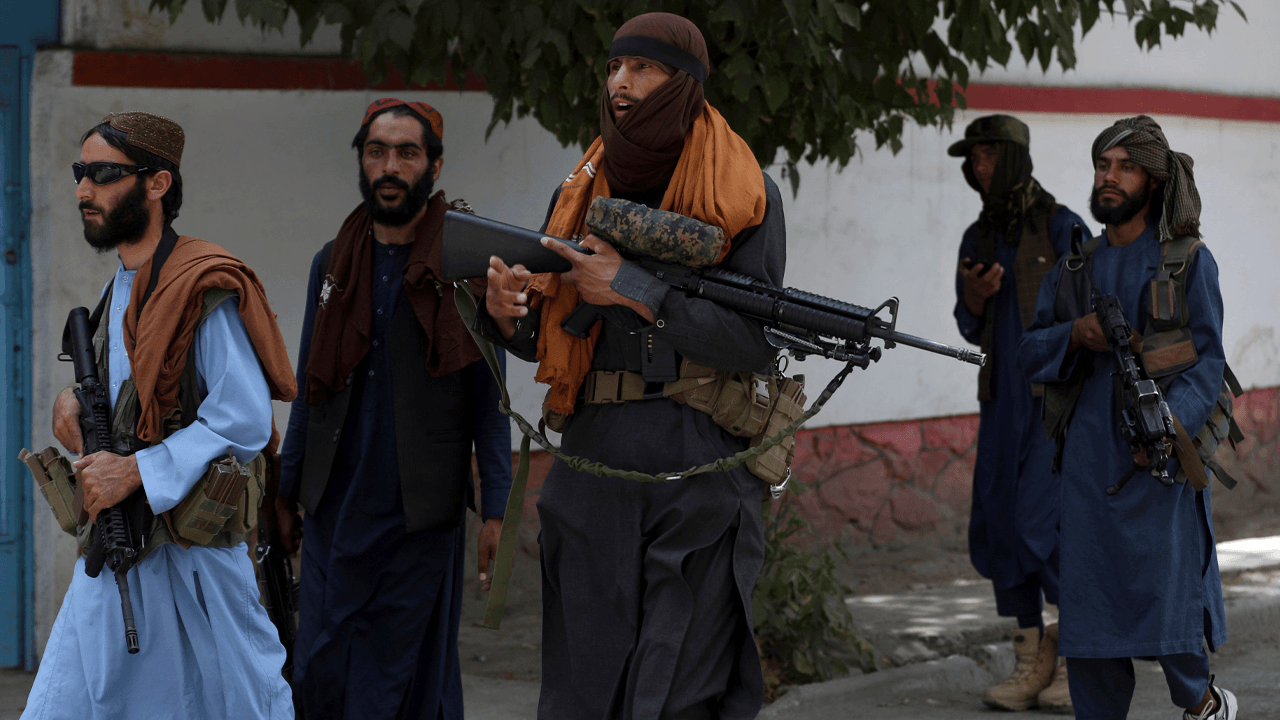 Taliban open fire on crowd of protesters resisting replacement of Afghan national flag