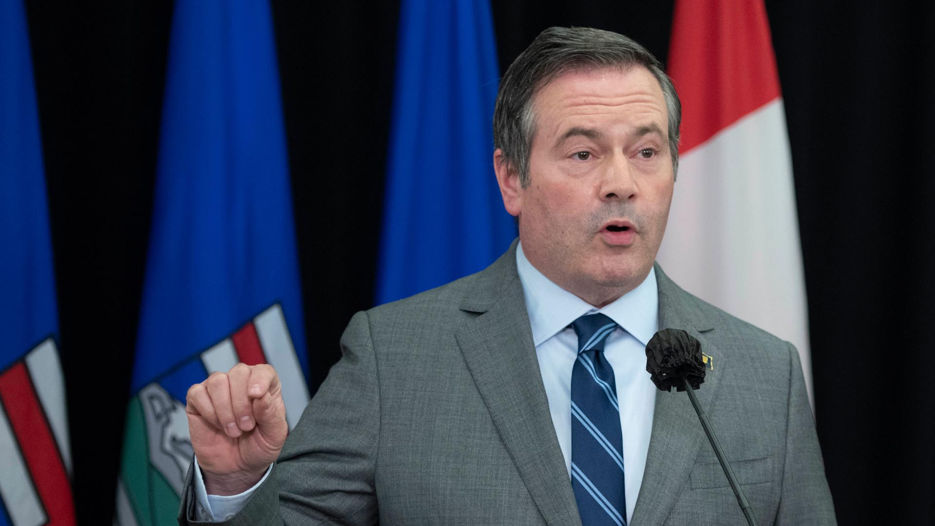 Alberta will not provide federal government with data on residents' vaccination status