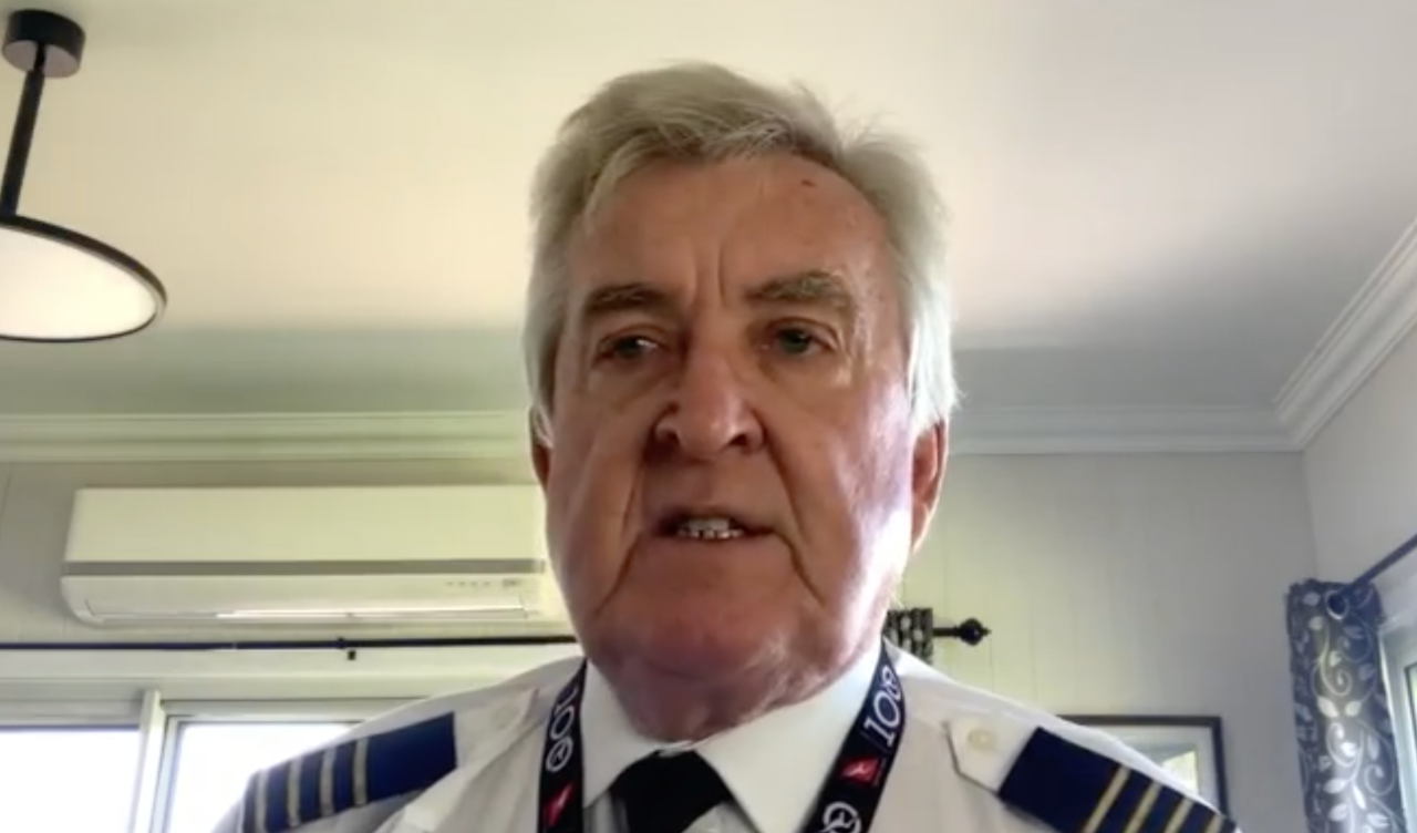 Qantas pilot risks everything to speak out against their new mandatory vaccination policy
