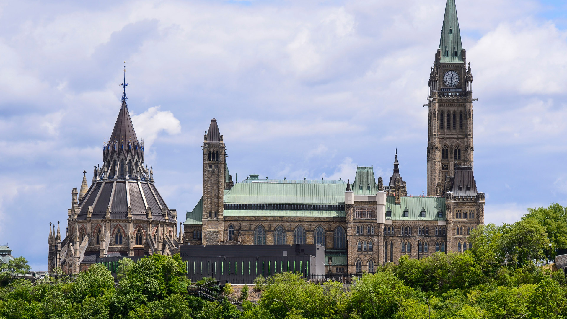 Federal government to implement facial recognition system for Canadian passport holders