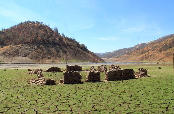 Pine_Flat_Reservoir.jpg
