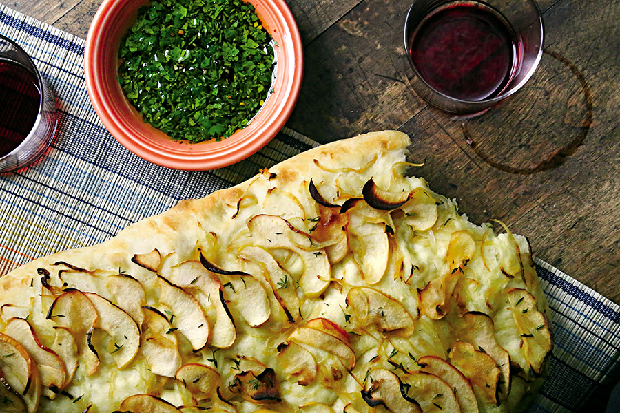 small_apple_onion_fococcia.jpg