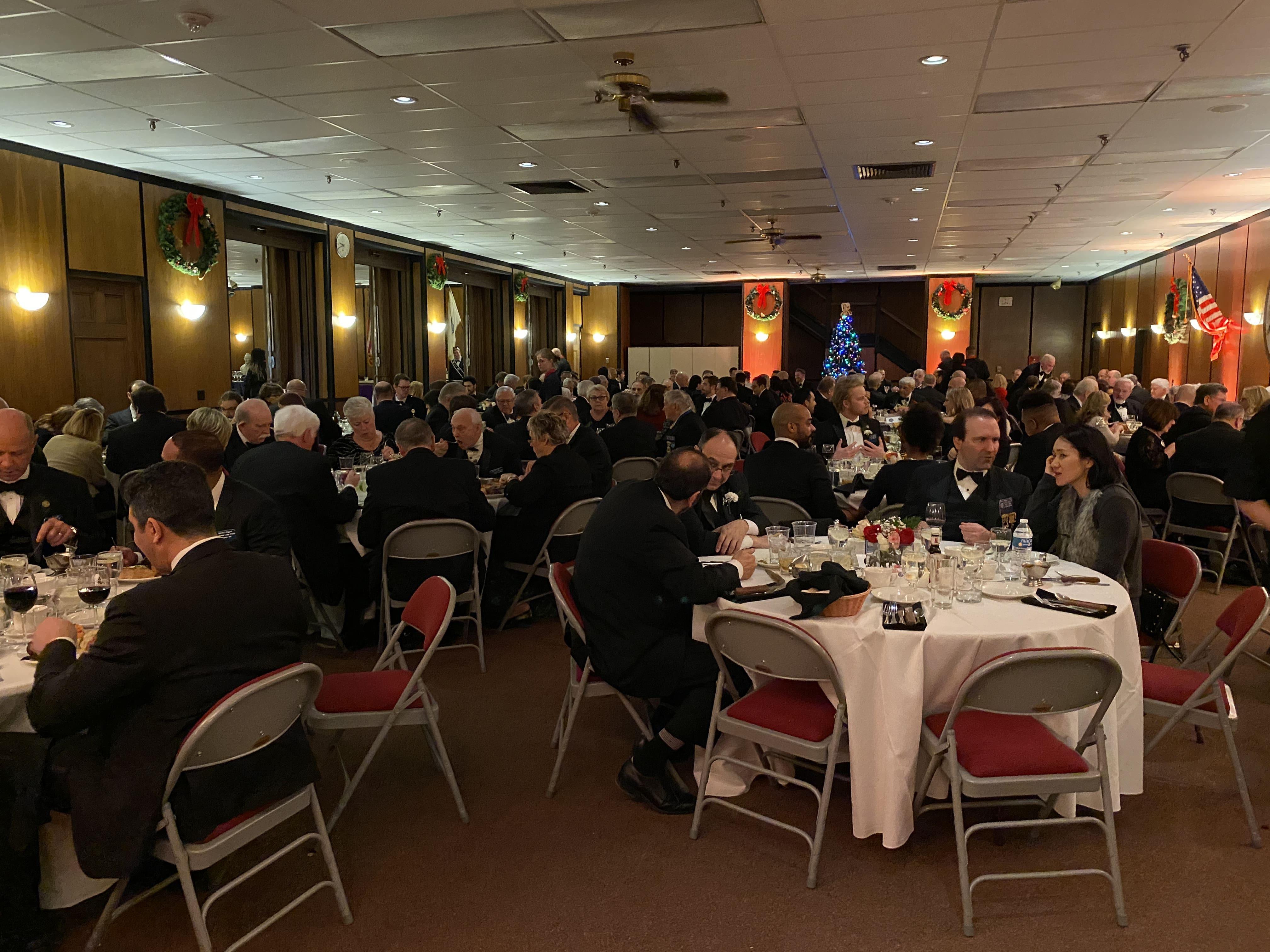 Dining_Room_Crowd_2-min.JPG