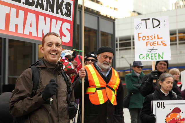 April 4 2019 Fossil Banks Divest Action TO350 Signs
