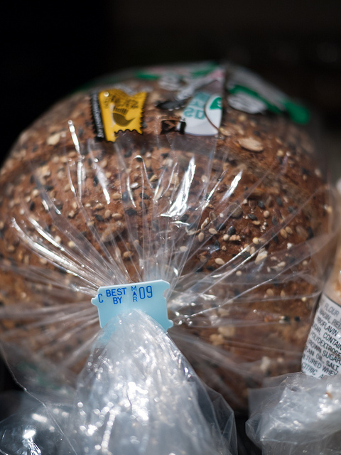 Plasticbreadbag_by_Flickr_user_plasticgreenamy.jpg
