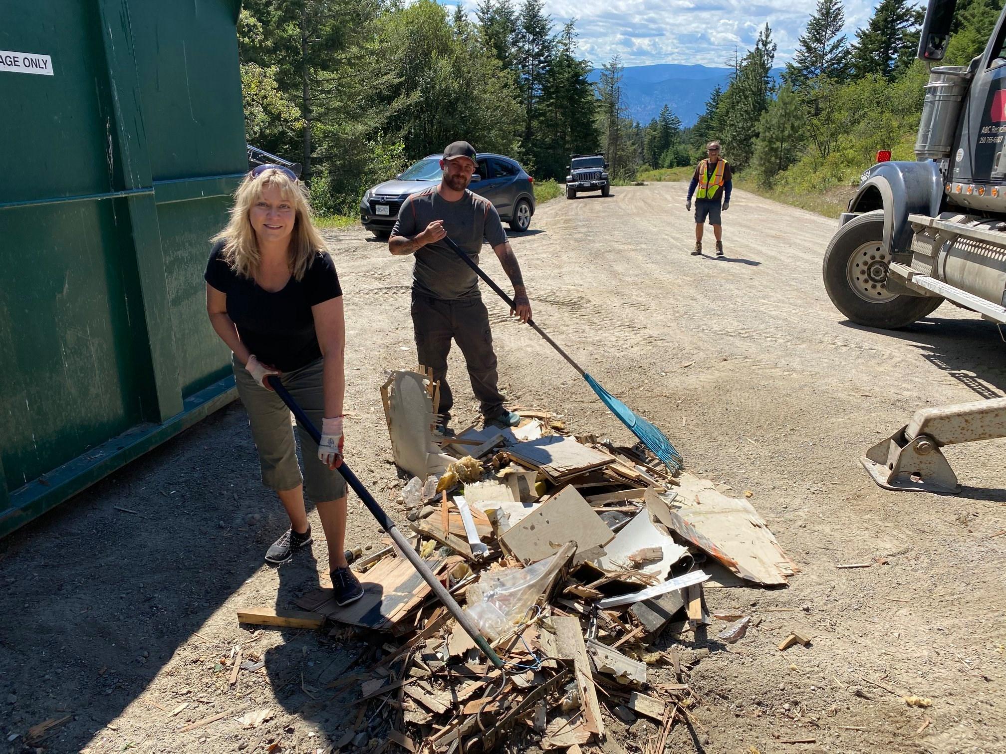 Volunteers haul tonnes of garbage from Beaver Lake Road (Castanet)