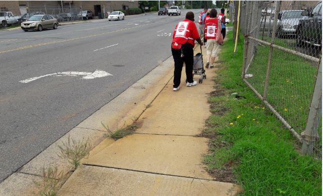RozzellesNarrowSidewalk.JPG