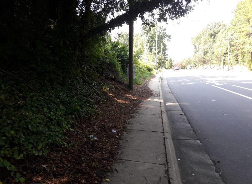 AGClantonNarrowSidewalk.JPG