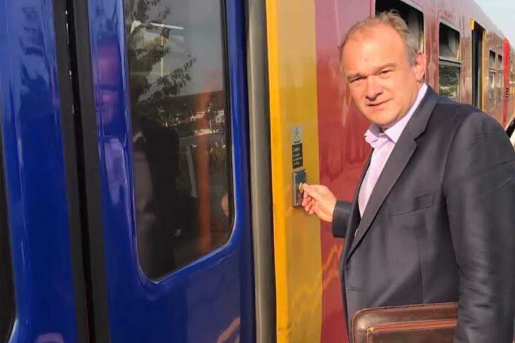 We must not have 27 days of rail strikes! Lib Dems write to SWR and RMT