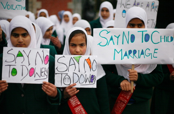 Muslim_Girl_Students_Hold_Placards.jpg
