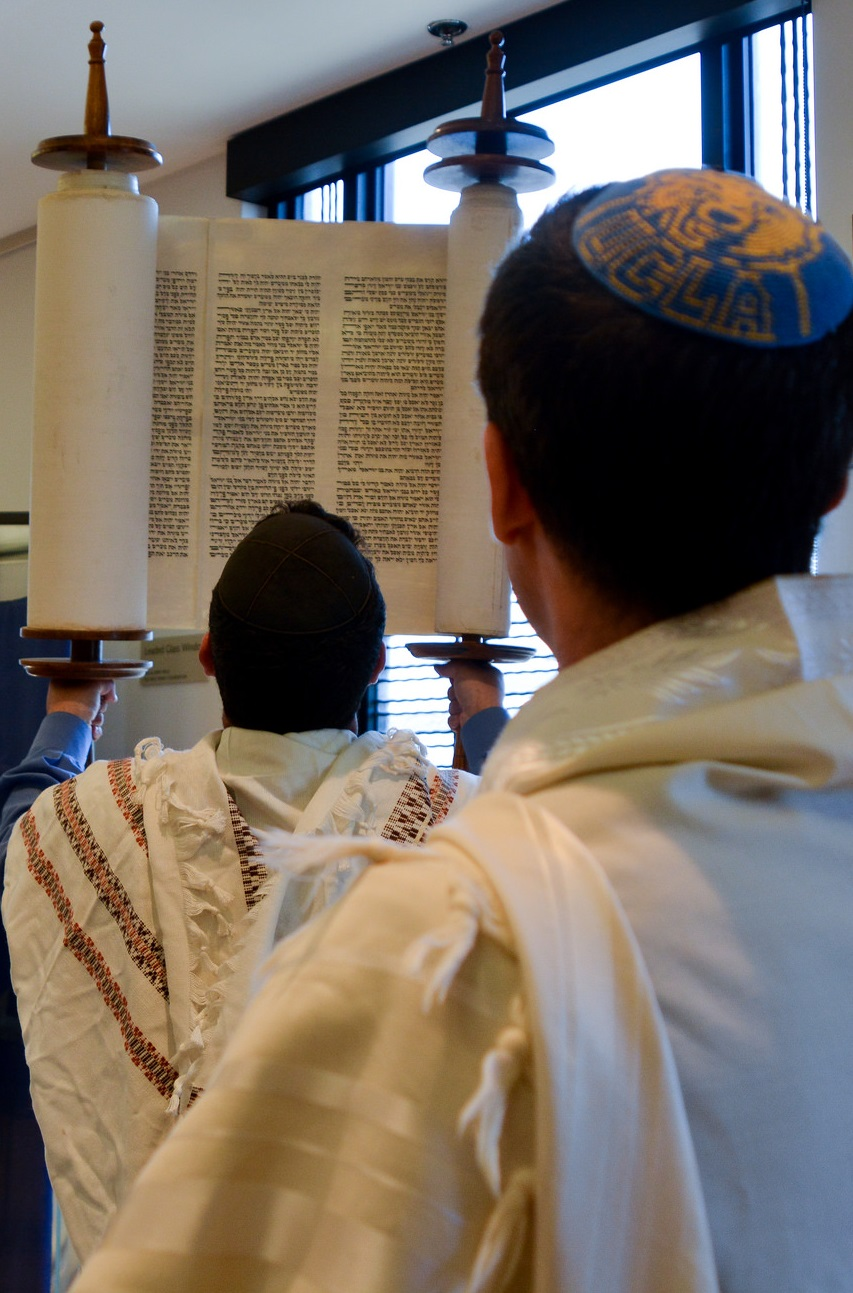 Torah_in_Air_-_Rabbis_Aryeh_and_Aaron_(cropped)_DSC_0887.jpg