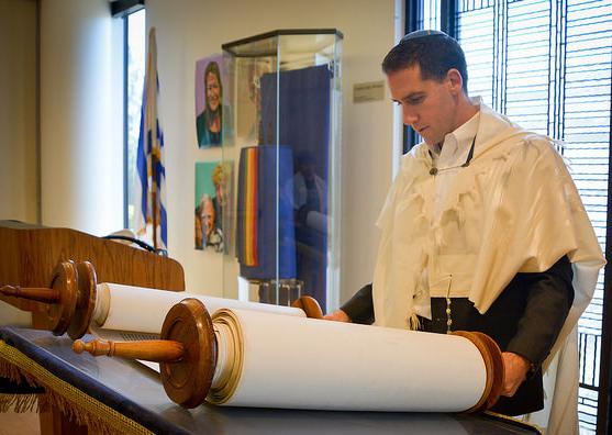 Rabbi_Aaron_at_Torah_-_blog.png