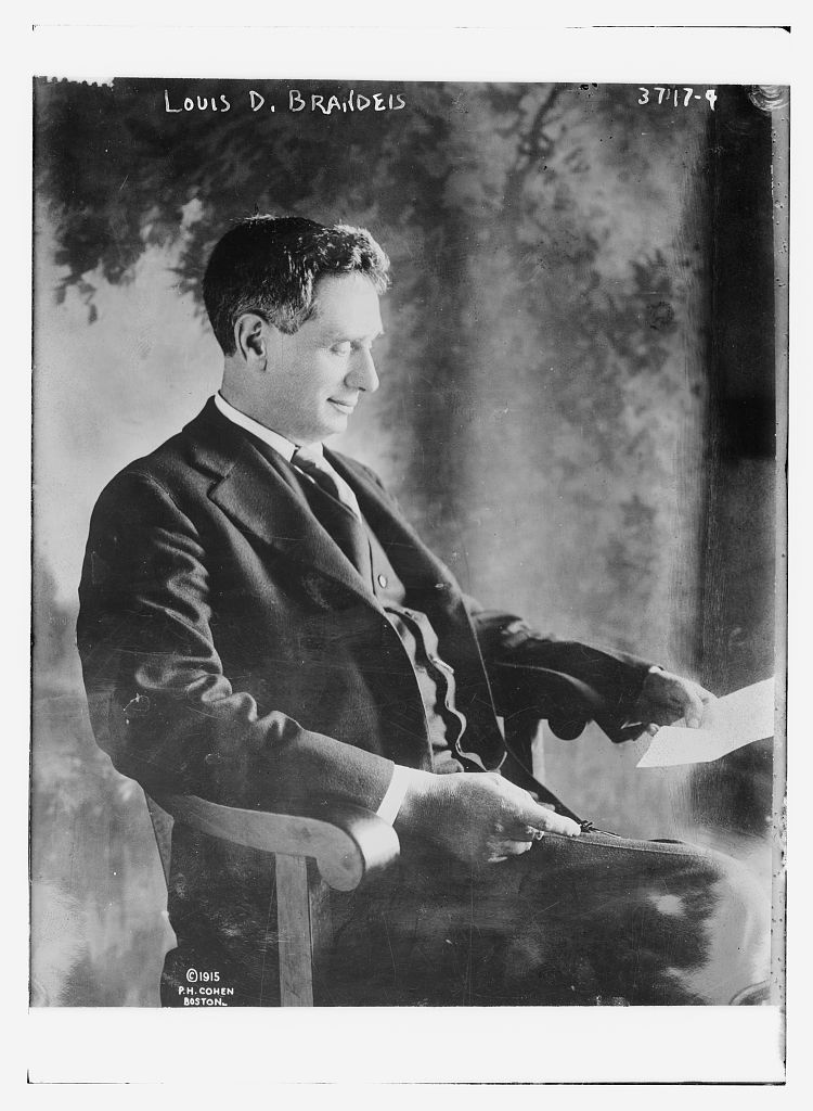 Louis_Brandeis_portrait_in_1915.jpg