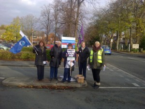 Lots of motorists toot their support for NHS staff at Ellesmere Port