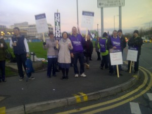 Lots of public support for NHS staff in Aintree.