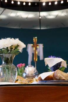 Easter_table_with_bread.jpg